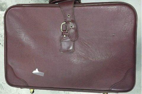 *** Local Caption *** I begynnelsen av september fant politiet denne kofferten henslengt i Ise-området i Østfold. Kofferten er fylt med samlermynter, men eieren er ikke funnet.