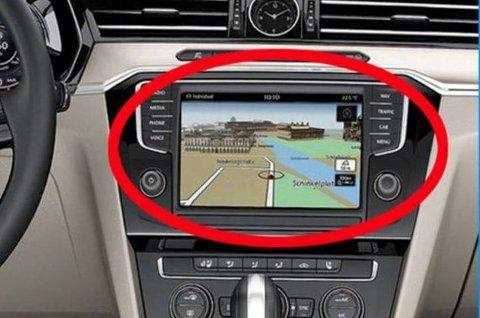 Åtte personer er pågrepet for GPS-tyverier fra Volkswagen- og Skoda-biler.