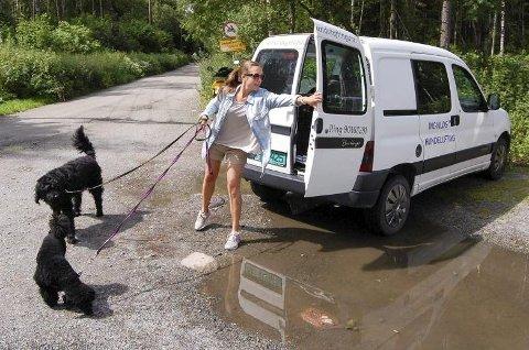 *** Local Caption *** Ingvild Holm Tellesbø har gjort sin kjærlighet til hunder til en jobb.