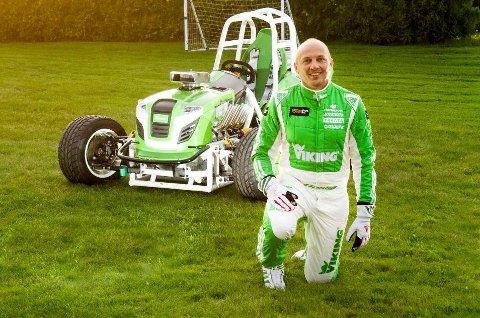 Rallyfører Pekka Lundefaret skal sitte bak rattet på den ombygde gressklipperen under rekordforsøket.
