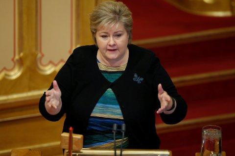 Statsminister Erna Solberg (H) måtte tåle sterk kritikk i Stortinget for håndteringen av ulvesaken.