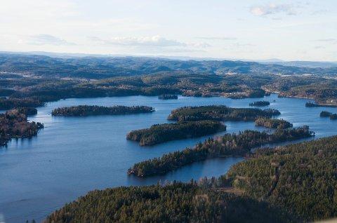 DRIKKEVANN: Både Hobøl kommune og Hobøl private vanverk henter vann fra Lyseren. Men ut til kundene, innbyggerne på Knapstad, blir det kommunale vannet dobbelt så dyrt som det private vannet som leveres til resten av kommunen.