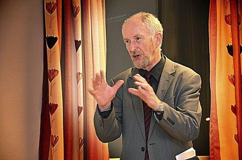 VIL HA SVAR: Fylkesordfører Ole Haabeth (Ap) har kalt inn til møte for å få NSB til å forklare seg nærmere om problemer og løsninger for Østre linje.ARKIVFOTO