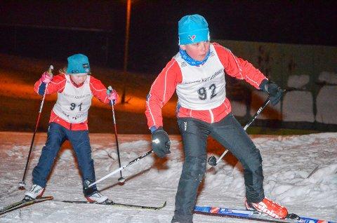 Etter siste dagers snøfall, har det blitt topp skiforhold rundt i distriktet. Dermed er også karusellrennene i gang. Dette bildet er fra Høytorp Fort for et par år tilbake med Oda Thorsen Hovstad bak og Karl Filip Bergland Kvisler foran.
