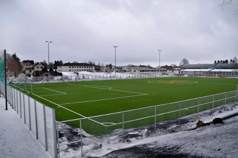 Kunstgressbanen ved Askim videregående skole.