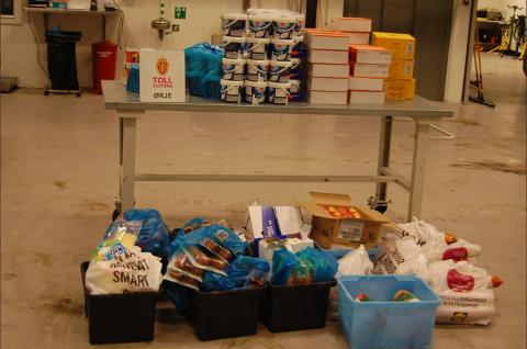 Under kontrollen ble det funnet 262 kilo kjøtt, 61 kilo yoghurt og 35 kilo ost i mannens bil.