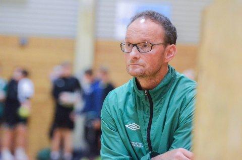 TRIST: Tidligere spiller og trener i HK Trøgstad, Bjørnar Borger, synes det er svært beklagelig at klubben i hans hjerte ikke klarer å stille seniorlag.