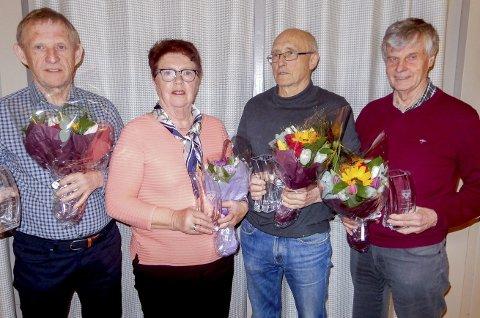 UTNEVNT TIL ÆRESMEDLEMMER: Øyvind Svensen (f.v.), Åse Brekke, Knut Olsen og Jan Lindemark ble alle fire utnevnt til æresmedlemmer. Det skjedde på årsmøtet til Hobøl IL.                      BEGGE FOTO: PRIVAT