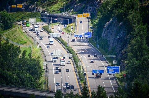BOMPENGER: Statens vegvensen ønsker å sette opp bomstasjoner, blant annet på Vinterbro, for å kreve brukerbetaling av nye E18 retvet - Vinterbro.
