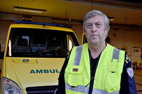Seksjonsleder Olav Kristiansen sier at ambulansearbeiderne lokalt gjør en formidabel jobb i kampen mot koronaviruset.