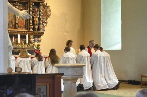 Årets konfirmasjon i Snåsa kirke blir en litt annerledes konfirmasjonsgudstjeneste enn det man er vant til fra tidligere år, slik som da dette bildet ble tatt under fjorårets konfirmasjonsgudstjenste.