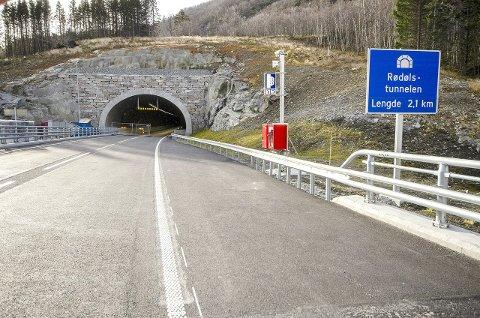 OPNAR SNART? Då det framleis stod att manglar etter at fristen til spanske Aldesa gjekk ut, tek Statens vegvesen sin driftsentreprenør i området, Mesta, no over ansvaret med å gjera tunnelen klar til opning.