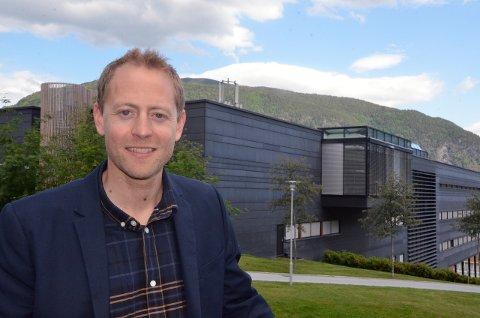 NY JOBB: Anders-Johan Almås får utsikt til sin gamle arbeidsplass hjå HVL når han blir ny direktør for Vestlandsforsking. (Pressefoto)