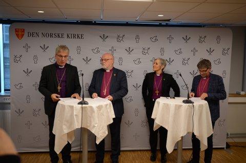 PRESSEKONFERANSE: Preses Olav Fykse Tveit (t.v.) var klar i sin tale på pressekonferansen i føremiddag.
