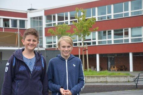 Mathias Vikingstad og Kasper Scheldrup Sæveland har vært klassekamerater i sju år. Nå er de begynt i hver sin klasse på Sola ungdomsskole.