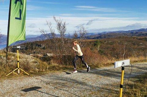 ALLER RASKAST: Malin Flem er berre ti år gammal, men blei raskaste kvinne i det 4,2 kilometer lange motbakkeløpet med 500 høgdemeters stigning.