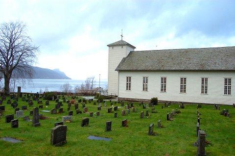 TRONGT: Kyrkjegarden på Hjelmeland har plass nok i 20 år. Så blir det trongt. Kyrkja ber kommunen om å finna meir areal.