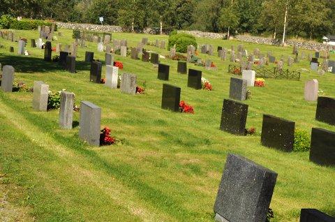 GODT STELL: I dag har kyrkjekontoret eigne tilsette som ser til at dei åtte gravplassane i kommunen er velstelte, men i framtida kan det bli kommunen si avdeling for bygg og anlegg som tek over.