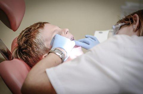 PILOTPROSJEKT: Sp føreslo å gjera det enklare å oppretta tannhelseklinikkar i samarbeid med private tannlegar. Det kan kanskje vera ei løysing for Tau.