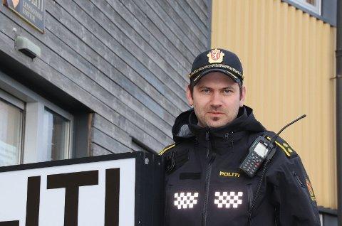 REAGERER: – De store ansamlingene av unge mennesker vi så på Jørpeland er ikke bra i forhold til smittevern, påpeker politikontakt Jostein Flatebø. Arkivfoto