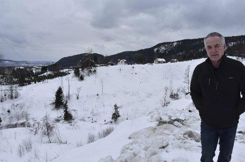 Bakgrunn: Sverre Isaksen fikk i februar avslag på konsesjon til hjorteoppdrett på gården hans Søndre Ebbestad. foto: Emma huisman moskvil