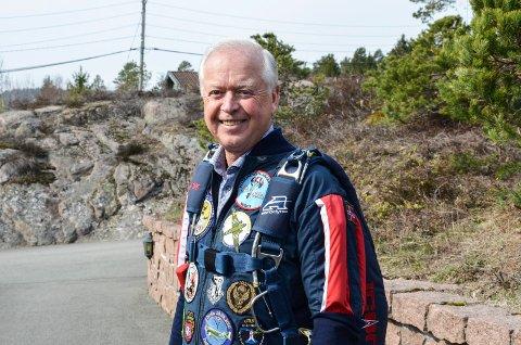 SPREK: Odd Møller (68) er en aktiv fallskjermhopper, og har mellom 50 og 60 hopp i året.