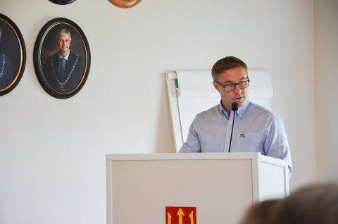Roger Thomas Volden vil at Ebbestad skole består.