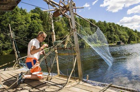 Venter: Det er mye venting skal man bli en god fisker. Fra mandag kveld til torsdag kveld er Bjørn Brathagen stort sett på flåten.