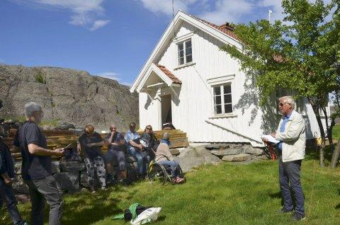Store forandringer: Arnt Rugseth (t.h.) mente at det tidligere var gjort så mye med det gamle huset på Tåtøy, at det ikke var så mye igjen å verne.