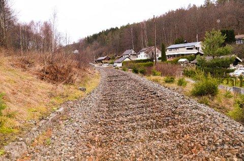 Skinnene vekk: Slik ser alt den gamle jernbanetraseen nå ut. Her fra Anvik ved Skiensveien. Foto: Bjørn-Tore Sandbrekkene, Østlands-Posten