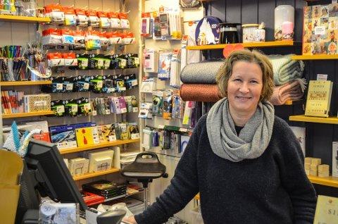 GODE TILBAKEMELDINGER: Kystbokhandelens Hanne Riser får mye støtte for sitt synspunkt på Black Friday. Foto: Sondre Lindhagen Nilssen