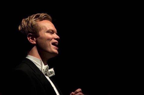 NYE EVENTYR: Opera har brakt Vegard Arnesen Bakke ut i verden, og han har fått innblikk i ulike kulturer innen bransjen. I sommer reiser han til England for å delta på de prestisjefylte kursene til London Master Classes. Foto: Jon Tonning