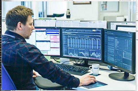 DYRERE: Tom Eirik Olsen sier det er en sammenhengen mellom valutakurs og strømpris.