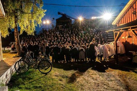 TRAKK FOLK: Fra Grenland friteaters store utendørsoppsetning om Meierislaget i juni i fjor.