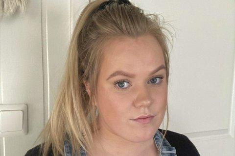 Maren Thoresen jobber i helsetjenesten i Odda. Sist uke fikk hun påvist covid-19, selv om hun er fullvaksinert.