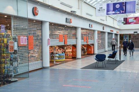 FØRST MANDAG: Butikkene på Nordbyen kjøpesenter i Larvik kan åpne dørene for kunder igjen fra mandag. I Grenland er butikkene alt åpne.
