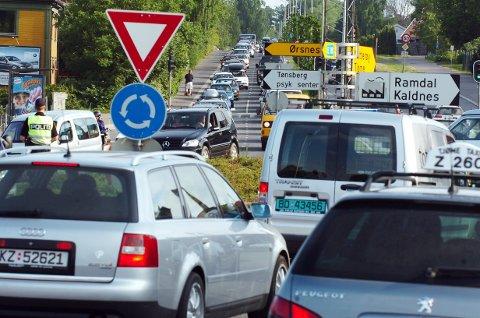 UTSLIPP: Det hjelper ikke at bilene blir mer og mer CO2-nøytrale, dekkene står for halvparten av mikroplasten som i byene, ifølge en undersøkelse.