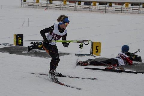 På vei ut: Iver Jonstang Hordvei leverte strålende skyting på normaldistansen i Bibo-rennet og vant til slutt 12-årsklassen. Unge løpere fra Heddal viste at det gror godt i skiskyting i klubben.
