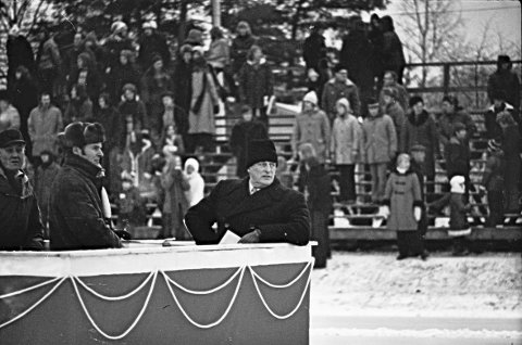 Kong Olav V NM skøyter på Notodden 13. og 14. januar 1973. Foto: Asle Bjerva