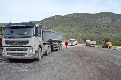 Det er allerede noen uker siden gjennombruddssalva åpnet fjellet mellom Århus og Gvammen. Nå gjenstår tekniske installasjoner og det er nå bevilget 490 millioner til dette i 2019.