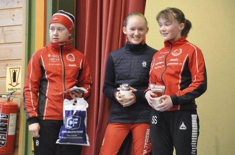 Kristin Nordgård (f.v), Emma Engehult og Synne Sandven fra Heddal IL utgjorde hele pallen i jenteklassen J 13–16 år. Kristin kom i mål sju og et halvt minutt før Emma Engehult på andreplassen.