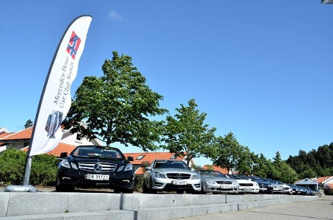 BILUTSTILLING: Det blir Mercedeser i fleng på Torvet lørdag, når én av landets klubber stiller ut. De ønsker også at lokale Mercedes-Benz-eiere blir med.