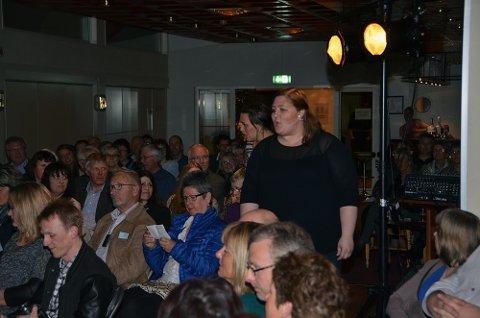 Mye folk på premieren da Hanne Moen Fiske, Silje Gulbrandsen og VÅRspræll hadde premiere på hotellet fredag kveld.