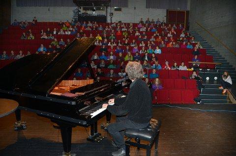 Henningtimnen i Vårsøghelga var denne gang lagt til Storstuå, og også der fikk Sommerro god kontakt med ungdommen.