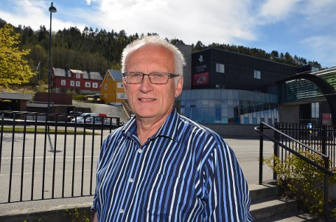 Lars Polden mener kommunen må stille opp for lag og organisasjoner som taper på hotellkonkursen. - De er uskyldige aktører som har leid et kommunalt kulturhus for sin aktivitet, sier Polden.