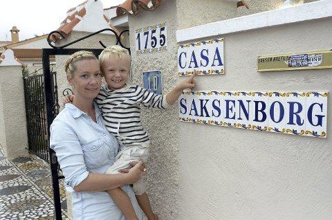 HJEMME: Heidi og Dennis hjemme på Casa Saksenborg i gaten Calle Blanca i Ciudad Quesada i kommunen Rojales, ikke langt fra flyplassen Alicante, og like ved den kjente feriebyen Torrevieja.