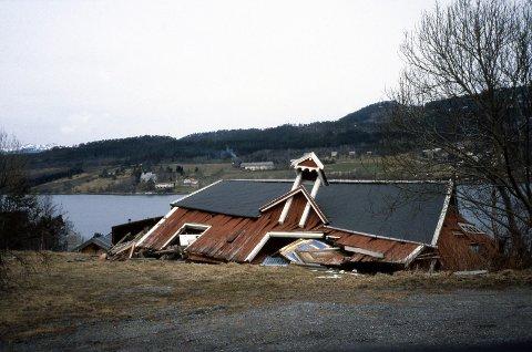 Mye skog og mange hus måtte gi tapt for nyttårsorkanen som gjestet Nordmøre om morgenen 1. nyttårsdag 1992.
