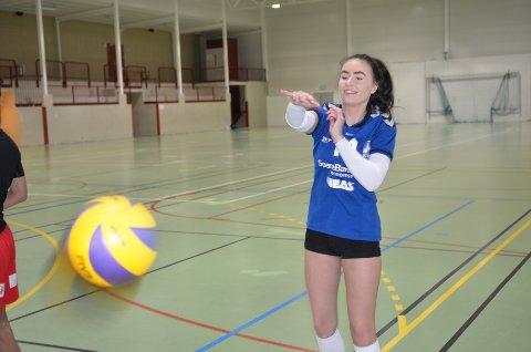 Emilie Lind Simmersholm er talentfull volleyballspiller fra Averøya.