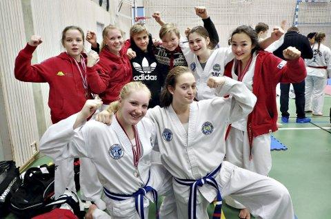 I TRONDHEIM: Frida Røen (bak fra venstre), Una Langeland, Eskild Sørvik, Sindre Bruset, Iselin Oye Vullum, Emily Stangvik, Marit Bergheim (foran til venstre) og Daphne van Buggenum leverte topp innsats i taekwondo i Trondheim. Foto: Iril Lervold