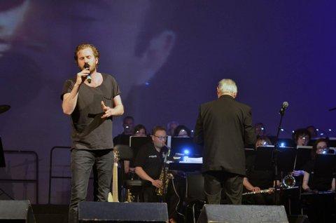 Knut Marius Djupvik er en av mange solister når Smøla Janitsjarorkester servere go'biter fra 70- og 80-tallet.